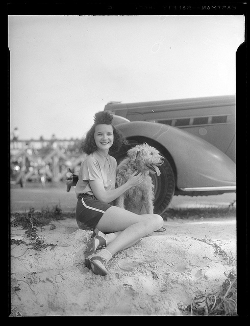 1934 - 1956: Woman with dog
