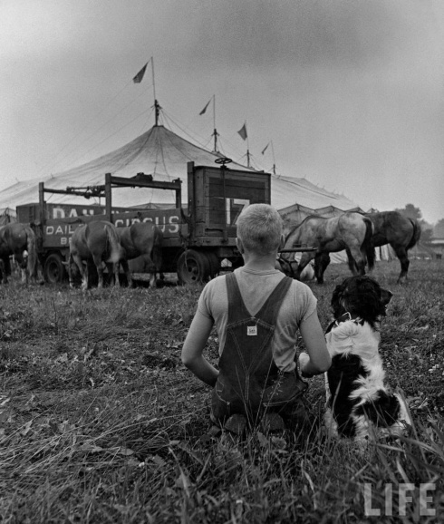They go to Oskaloosa to see the circus come in.