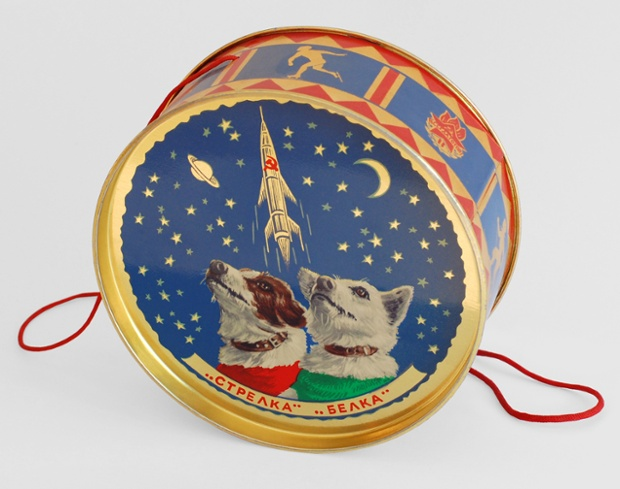 Confectionery tins were used as propaganda too. This 1960 tin, given to guests of the New Year's Eve party at the Kremlin, shows Belka and Strelka.